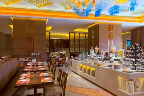 P:\Sales_and_Marketing\PR\Sheraton Macao Hotel, Cotai Central\Press Release\Sheraton Macao Hotel, Cotai Central\Awards\CONDÉ NAST READERS' CHOICE AWARDS\Photo\Low Res\Feast - International Flavors Buffet Restaurant.jpg